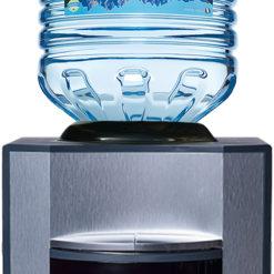 Waterfles met tafelmodel waterkoeler